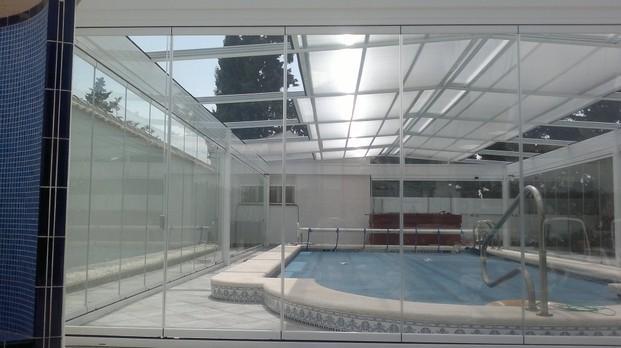Techos. Paravientos y techos fijos o móviles para piscinas