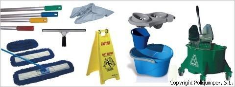 Artículos de limpieza. Cubos, bayetas, carros de limpieza y escobas