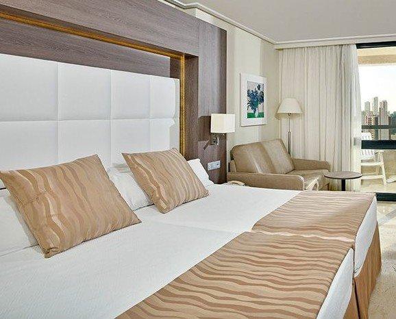 Decoracion textil. Confección de cojines y pies de cama a medida con diseños exclusivos