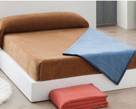 Manta Premier. fabricadas en tejido de 90% Acrílico / 10% Poliéster, 350 gr/m2 con variedad de colores