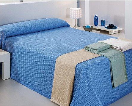 Colchas para Hostelería.fabricadas en 60% algodón / 40% poliéster con variedad de colores.