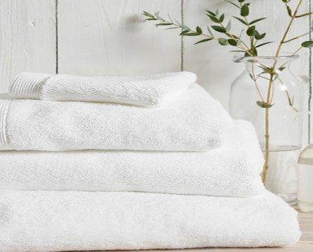 Superior Toallas Lisas. Toalla rizo americano de 600 gr/m2 en diferentes tamaños con color blanco, confeccionada en rizo de gran calidad de 100% Algodón.