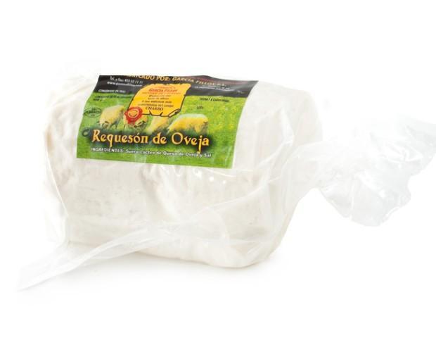 Requesón de Oveja. Fabricación artesanal con leche cruda de oveja.