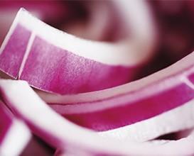 Verduras de IV Gama.Cebollas peladas y cortadas, ideales para acompañar tus platos y darles un toque diferente