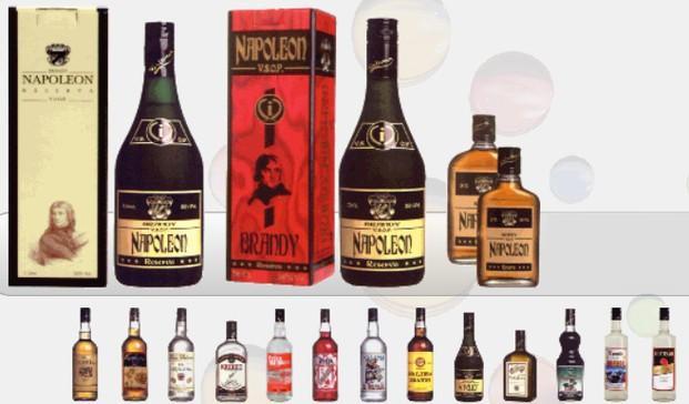 Licores. Brandy, ron, vodka, triple seco, licor de menta, tequila