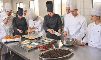 Escuela de Hostelería.Auxiliar de cocina servicios de restauración