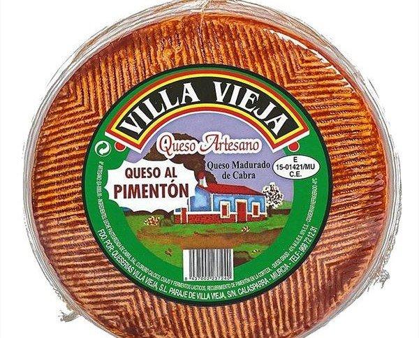 Queso al Pimentón de Murcia. Recubierto en su totalidad con pimentón ahumado natural