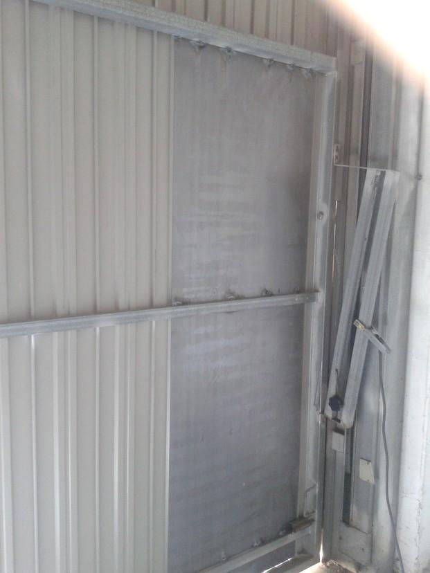 Reparaciones . Reparaciones de puertas basculantes metálicas