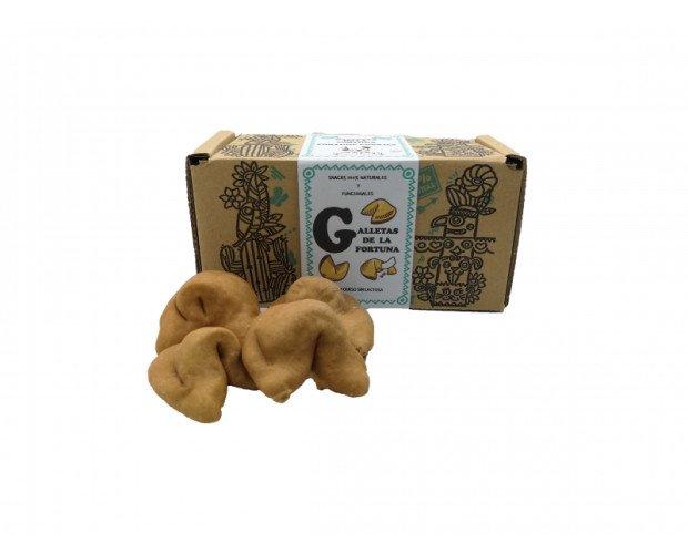 Galletas de la Fortuna. Crujientes rellenos de queso con forma de empanadilla
