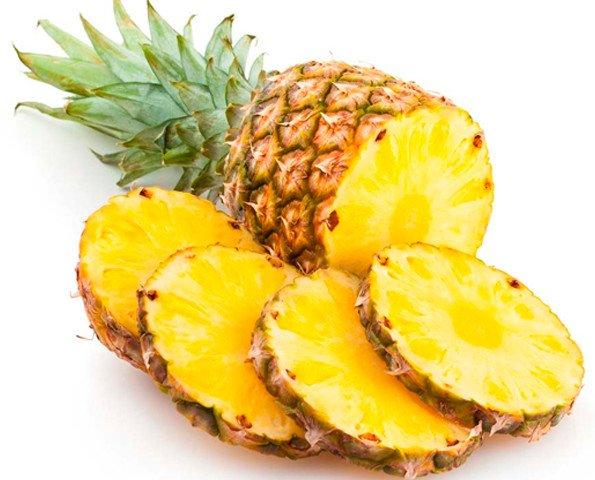 Piña. Frutas frescas importadas de sudamérica