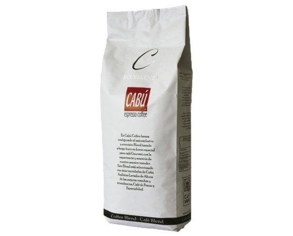 Café Cabú en grano. Tostado a fuego lento y envasado automático para garantizar la frescura, sabor, aroma, cuerpo y cremosidad.