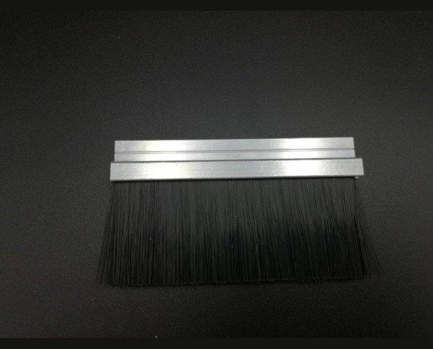 Cepillo técnico. Cepillo strip burlete bajo puerta industrial