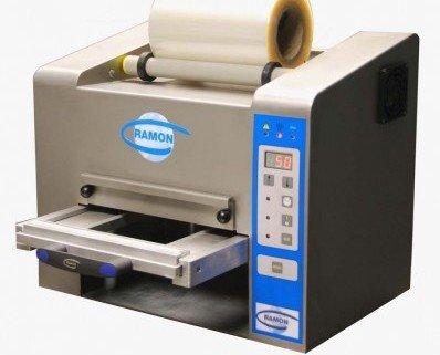 Termoselladora automática sin vacio. Panel digital. Alimentacion del film automática. Sistema de soldadura automatico. Señal acústica fin de ciclo....
