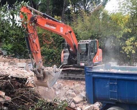 Excavadoras para escombros. Trabajos en recolección de escombros.