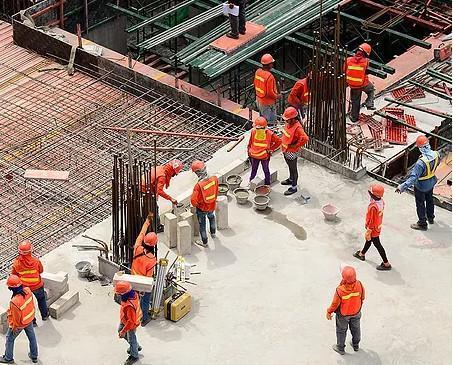 Trabajadores cualificados. Ejecutamos cada proyecto con seriedad y responsabilidad