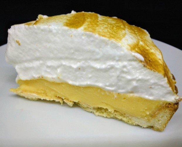 Limon Pie P. Tarta de limón merengada con base de sable de mantequilla y merengue italiano tostado