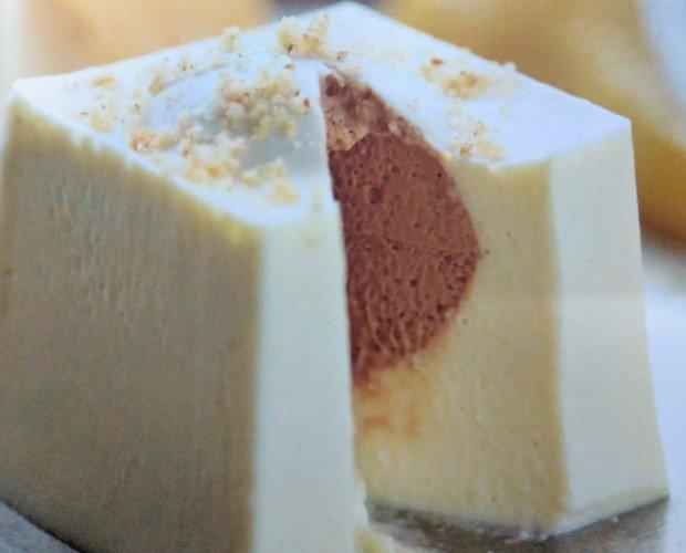 Mousse de chocolate. Mousse de chocolate blanco y mousse de chocolate negro