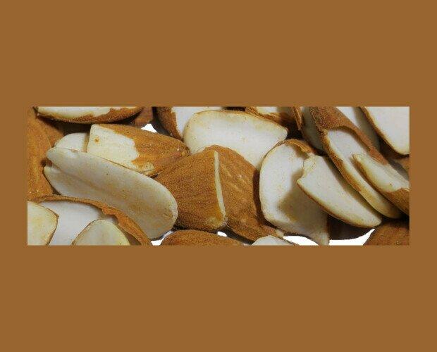 Almendra en Trozos. Los trozos se suelen usar para elaboración de salsas, repostería, confitería, etc