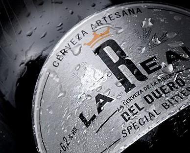 Cerveza especial. Color cobrizo oscuro