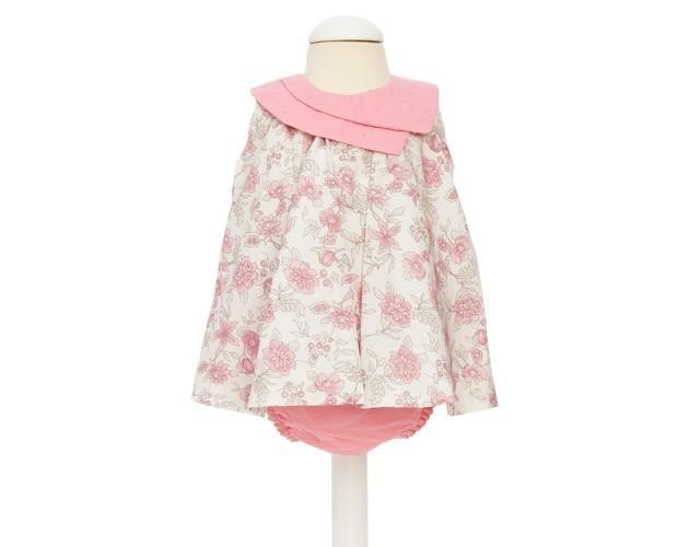 Ropa infantil. Confeccionado en popelin estampado en tonos grises y rosas.
