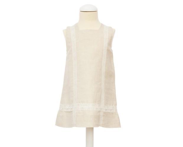 Vestido Dulce. Forrado en beige con acabado en puntilla. Composición 65% lino 35% algodón.
