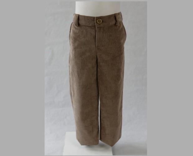 Pantalones. Pantalón largo en micropana con bolsillos traseros.