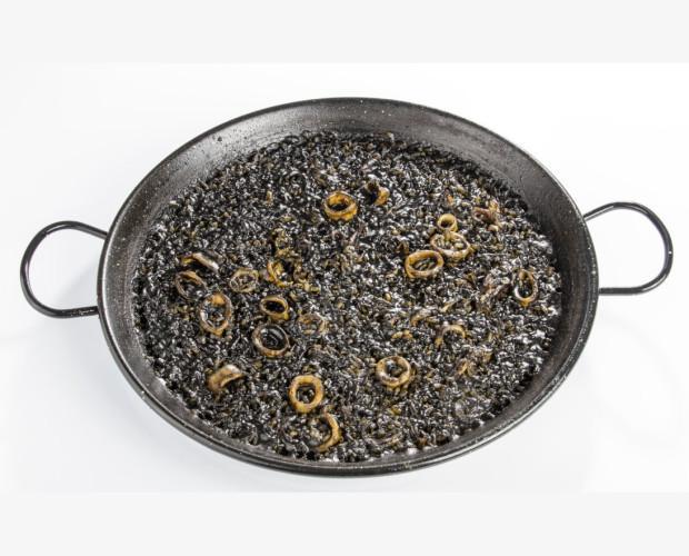 Arroz negro con chipirones. Solo calentar y servir