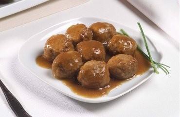 Albóndigas. Albóndigas de carne y otros precocinados de carne