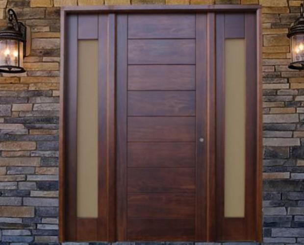 Instaladores de Puertas.Puerta de entrada en madera para chalet