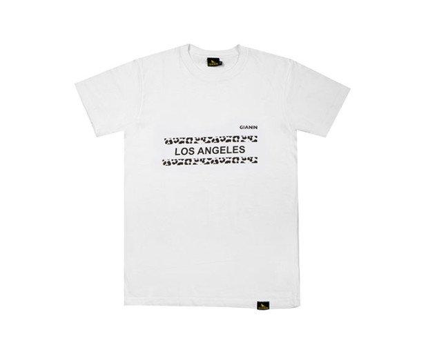 Camiseta blanca. Confeccionada en España