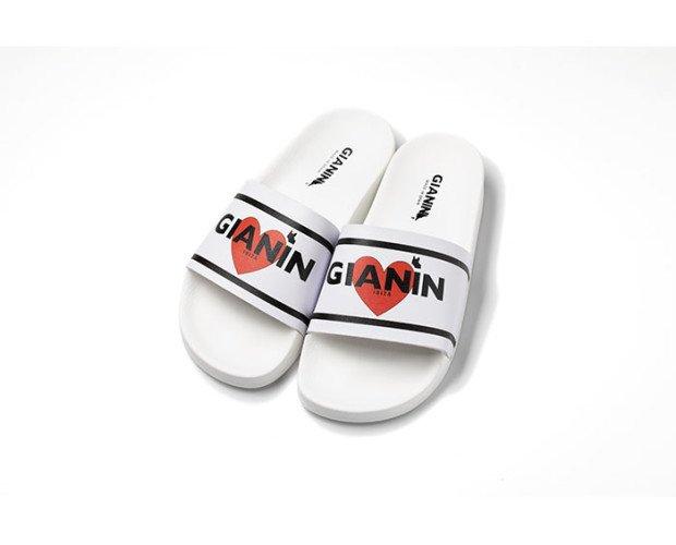 Sandalias corazón. Pala con diseño de marca, rayas, corazón y bulldog francés
