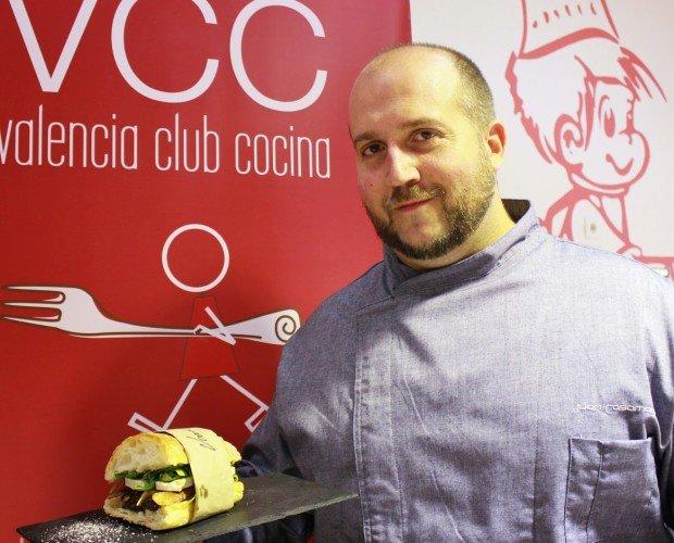 Terra Magra - Juan Casamayor. EL Chef Casamayor con su bocadillo tierra Magra, ganador en MADRID FUSION 2014 al mejor bocadillo de autor de España.