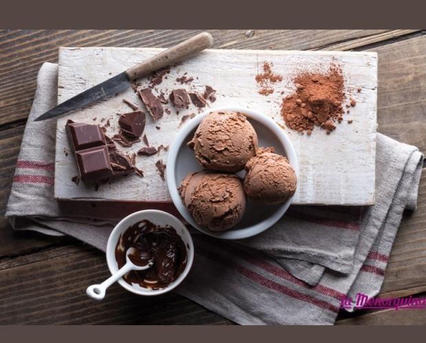 Helado de chocolate. Helado de chocolate puro