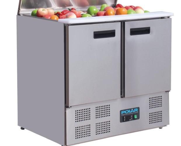 Mostrador de ensaladas. Mostrador compacto, perfecto para preparar sandwiches. La tapa se desliza y se abre, dando acceso al área de los contenedores....