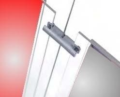 Pinza fija vertical. Fabricada en latón, con recubrimientos cromados