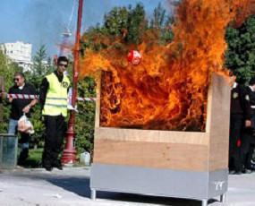 Dispositivo en acción. La Bola Elide Fire en acciónn contra incendio