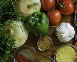 Pimiento verde y rojo dados. Ofertamos una gama profesional de productos.