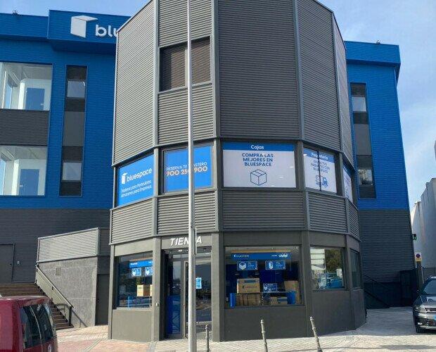 Bluespace. Rotulación exterior e interior de nuevos centros y renovación integral de señalética
