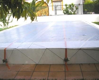 Manta Térmica. Siendo un material translúcido, aprovecha el calor del sol para calentar el agua de la piscina