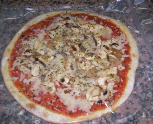 Pizzas Precocinadas.Elaborada con cebollas y chamiñones