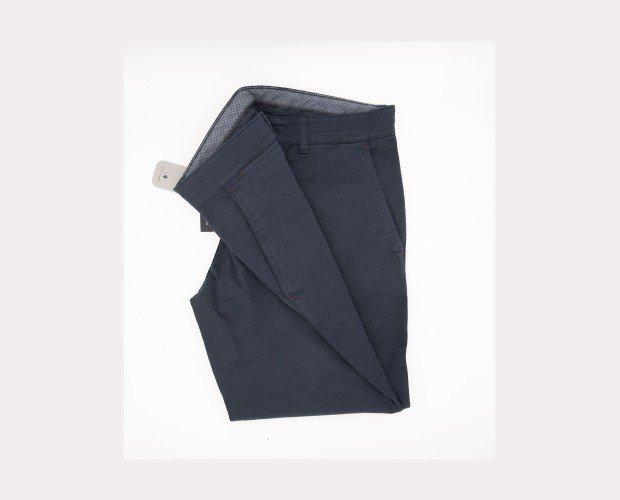 Pantalón Chino . Patrón muy actual y bajo de 18 cm con un tiro medio