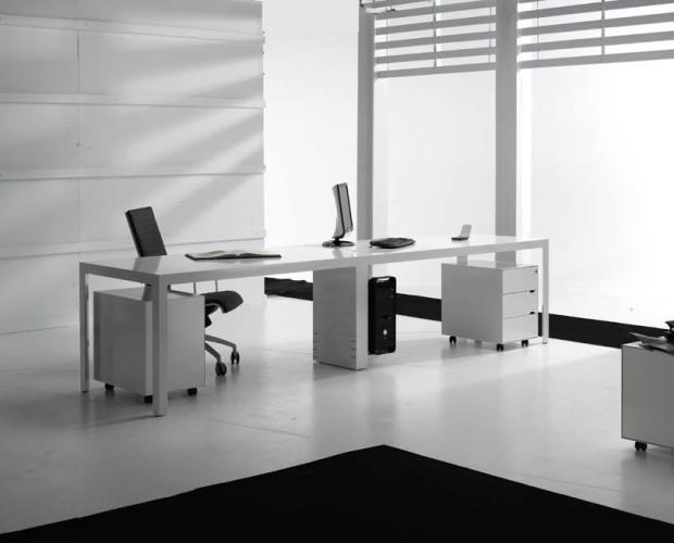 Multipuestos de Trabajo. Programa de oficina con pie triangular