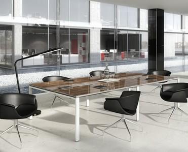 Sala de reuniones. Mesa de reuniones
