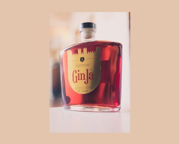 Gin Já. A éste destilado se le agrega el licor Ginja D'Obidos Vila das Rainhas