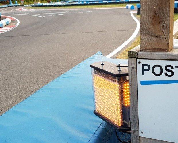 Luces de pista karting. Señalización luminosa en pista