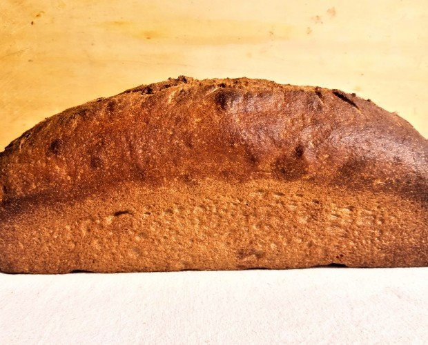 Pa espelta motlle. Ingredientes: harina espelta semintegral 100% eco, masa madre, sal y agua!