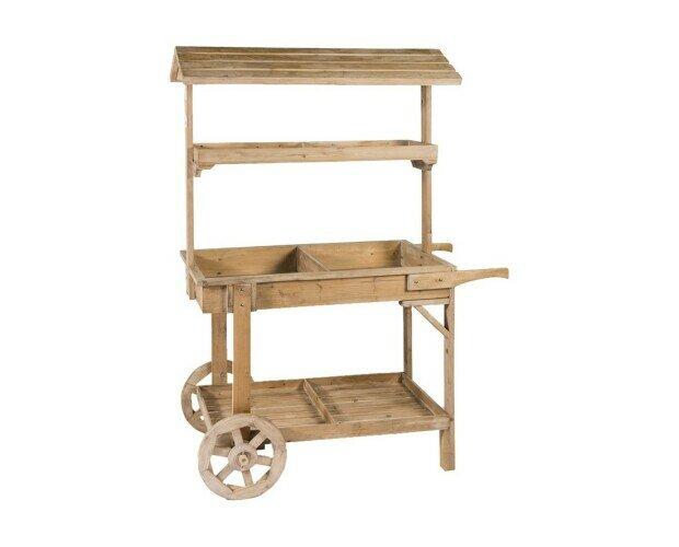 Estante de madera. Hermoso estante con hermoso diseño y modelo