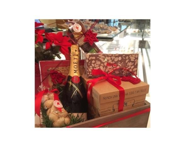 Cestas y Lotes de Navidad.Contienen nuestra variedad de productos