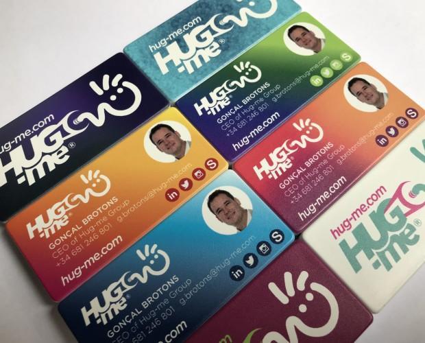 Hug-me® marca. Que mejor tarjeta de visita para fidelizar a tus clientes que la personalización de tu empresa o negoció con tu marca propia.