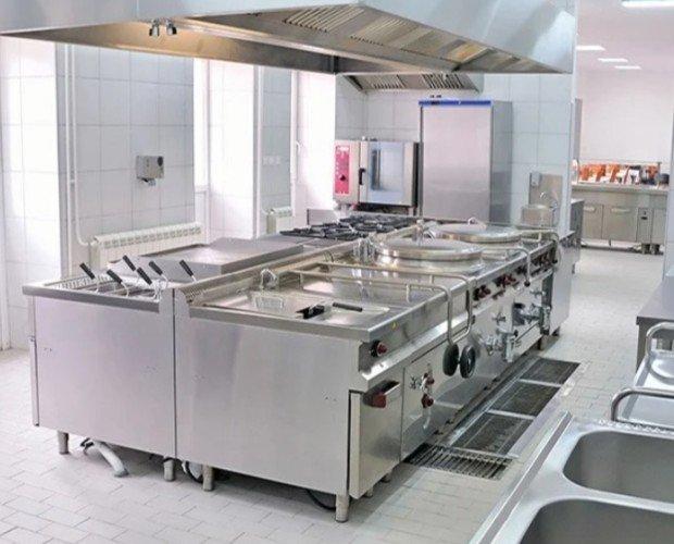 Cocina industrial completa. Disponemos de toda la maquinaria necesaria para equipar una cocina completa.